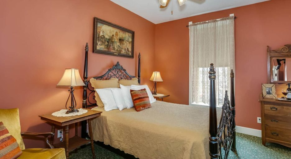 Suite 203 – The Santa Fe Suite, Historic Elgin Hotel
