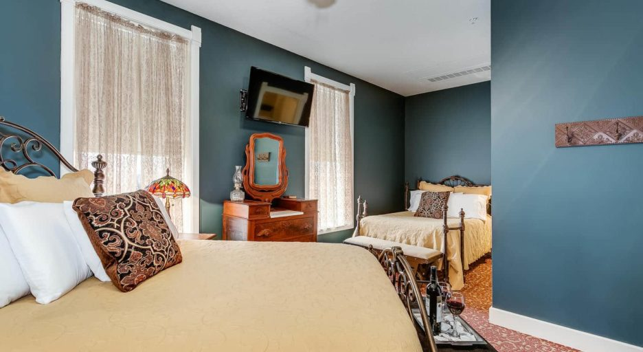 Suite  204 – The Railroad Suite, Historic Elgin Hotel